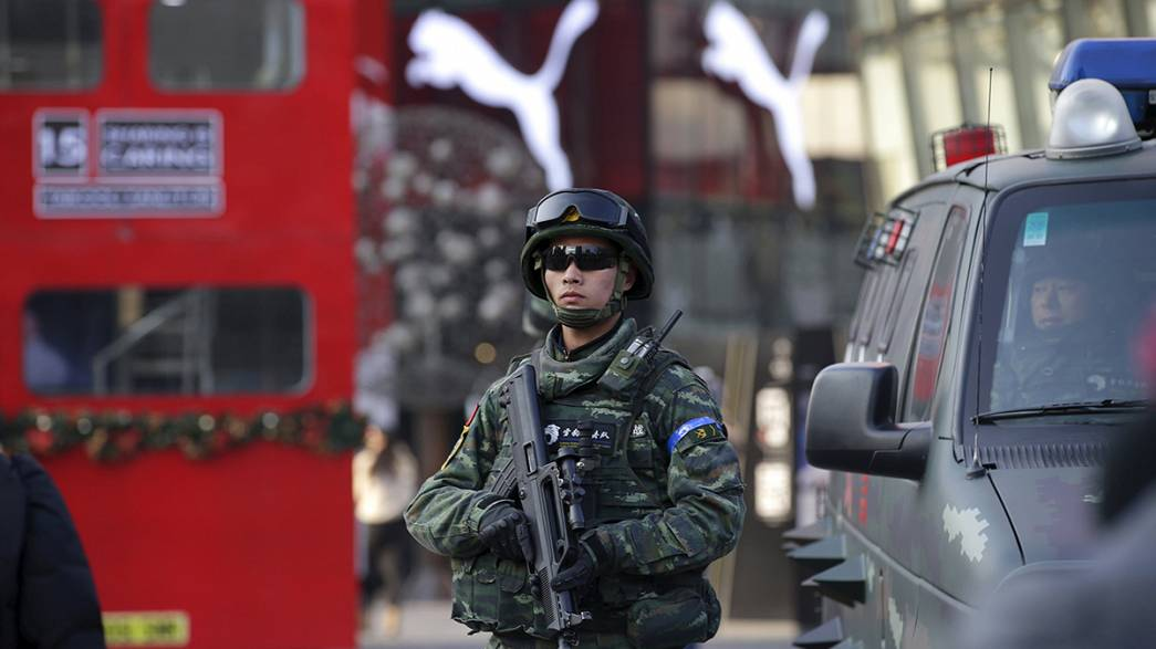 China: Polícia de Pequim reforça segurança de ocidentais