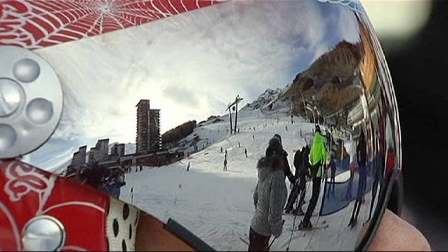 No hay nieve para tanto esquiador
