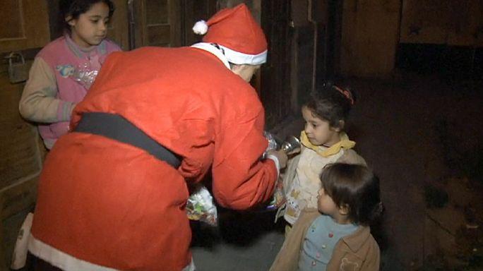Noel Baba Suriyeli çocuklara da uğradı