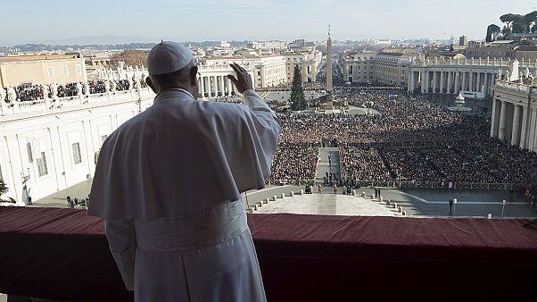 پاپ فرانچسکو تروریسم را محکوم و از حامیان مهاجران تقدیر کرد