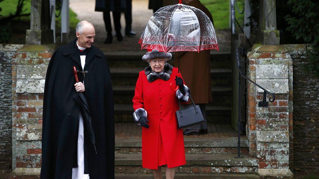 Realeza britânica assiste a missa de Natal