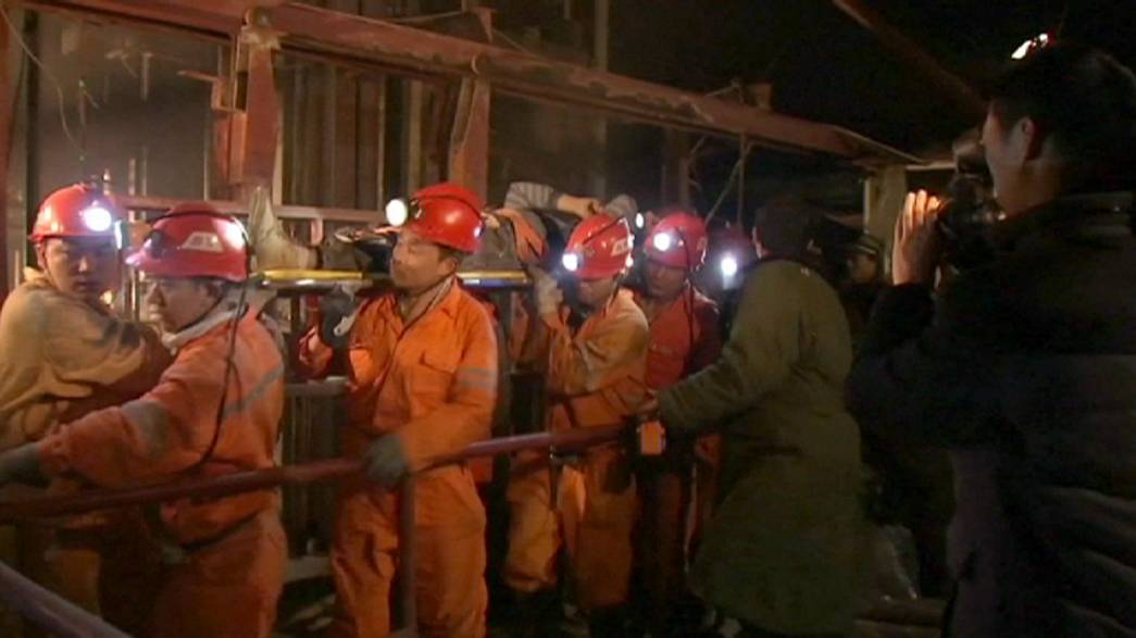Eighteen trapped in collapsed Chinese mine
