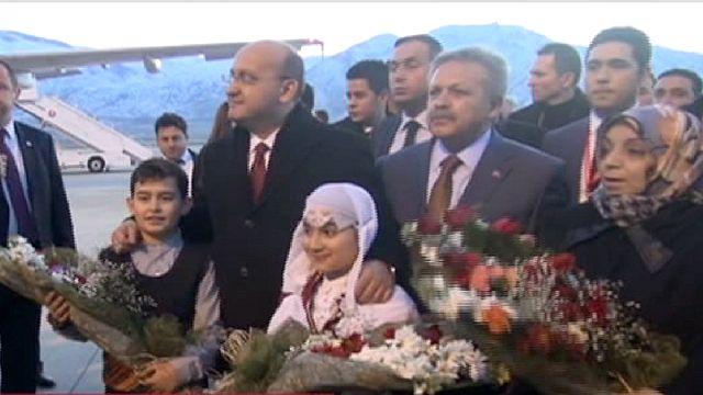 Ukrayna'daki çatışmalardan kaçan Ahıska Türkleri Erzincan'a getirildi