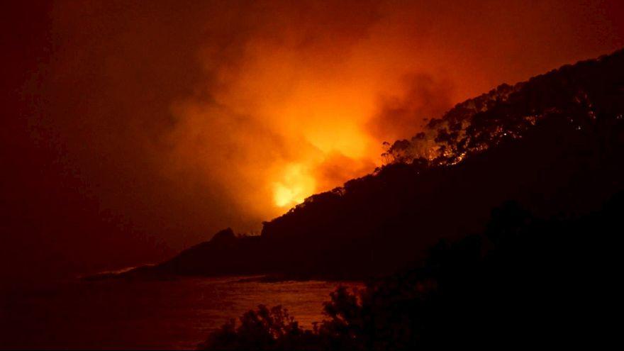 Australien: Buschfeuer zerstört über Weihnachten rund 100 Häuser