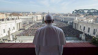 البابا يندد بالارهاب الوحشي في رسالته التقليدية