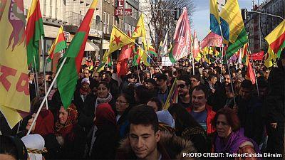 """Tausende protestieren in Düsseldof gegen """"Massaker an Kurden"""" in der Türkei"""
