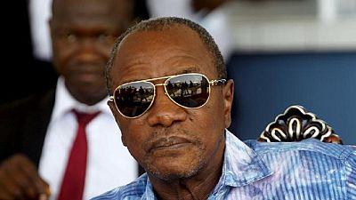 Alpha Condé use de la grâce présidentielle et se rapproche de ses opposants