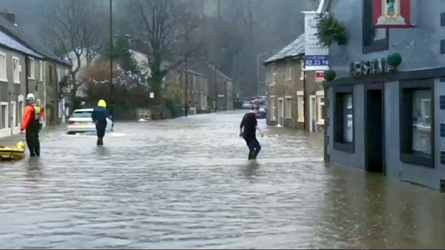 UK: severe flooding forces residents from their homes