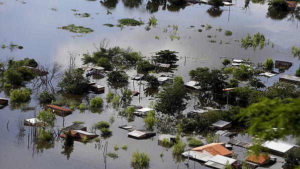 Más de 170.000 evacuados en Argentina y Paraguay por el temporal