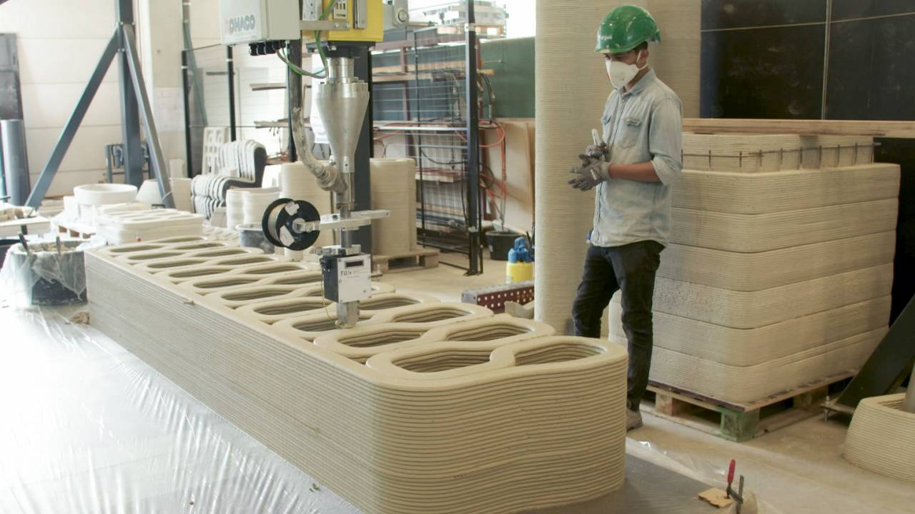 Image: A 3D Printer creates concrete