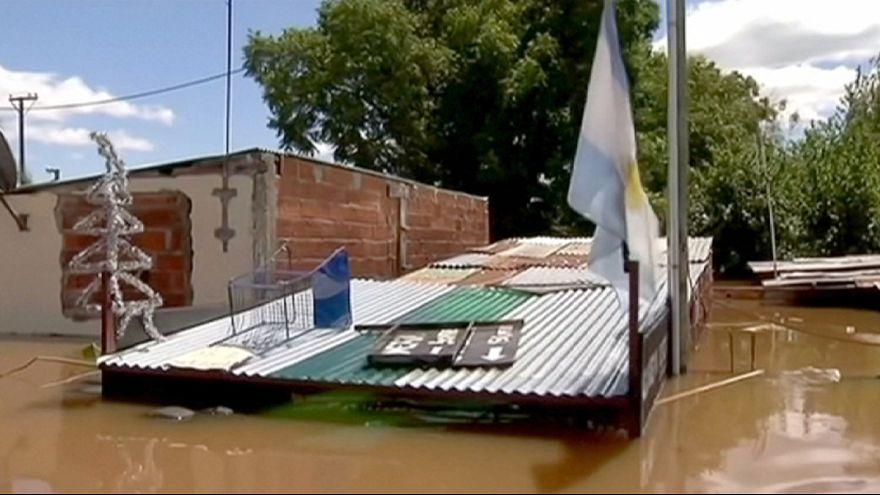 Calles convertidas en ríos en Argentina