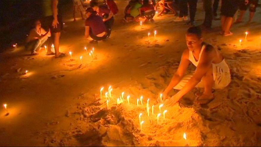 Tayland tsunami kurbanlarını andı