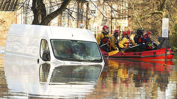 Inondations en Angleterre : David Cameron annonce l'envoi de troupes supplémentaires