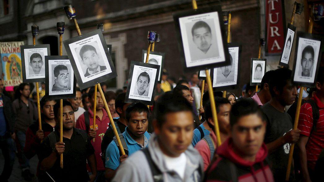 México: Pais de estudantes desaparecidos protestam contra inércia do Governo