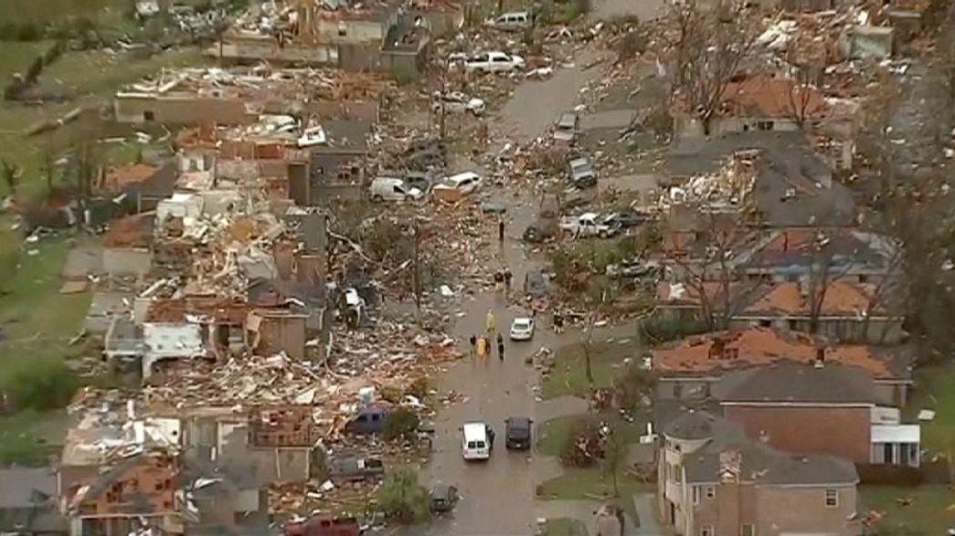 Stati Uniti, i tornado spazzano anche il Texas: i morti salgono ad almeno 28