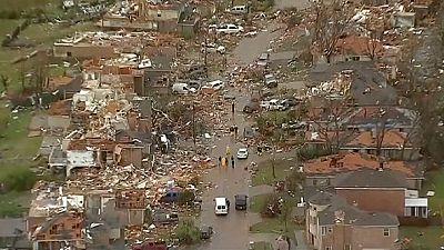 EUA: tornados semeiam destruição e morte