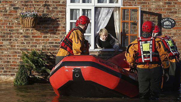 Birleşik Krallık'ın kuzeyini sel vurdu