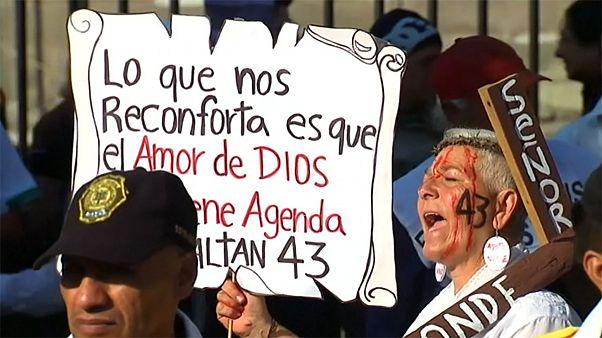 Visszakövetelik gyermekeiket a mexikóiak