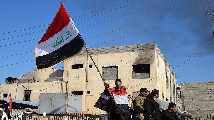 DAEŞ'ten kurtarılan Ramadi'de Irak bayrakları dalgalanıyor