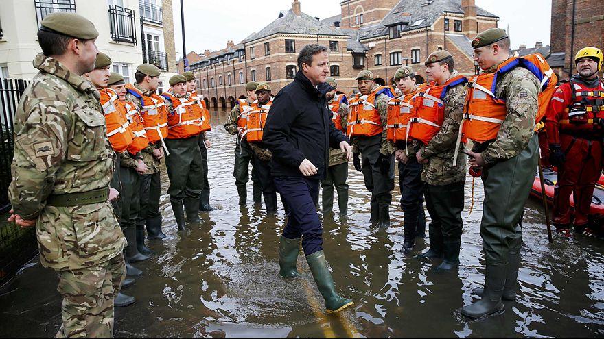 Reino Unido:Cameron promete mais diques para proteger populações no norte de Inglaterra