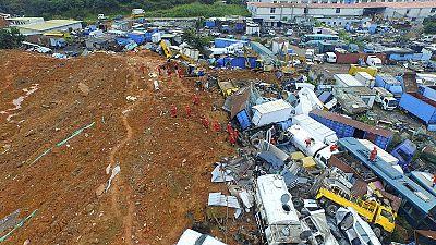 China: doce detenidos por el alud de una montaña de escombros