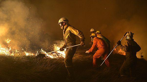 Decine di incendi devastano la Spagna settentrionale