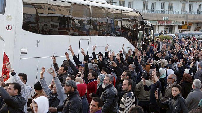 اتمام صفقة لاجلاء مئات المقاتلين والمدنيين من مناطق سورية تحت الحصار