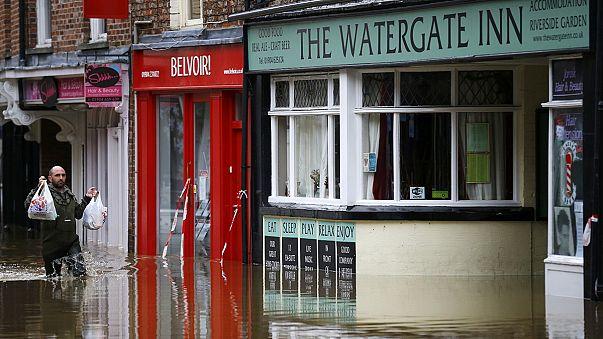 David Cameron besucht Hochwassergebiet in Nordengland