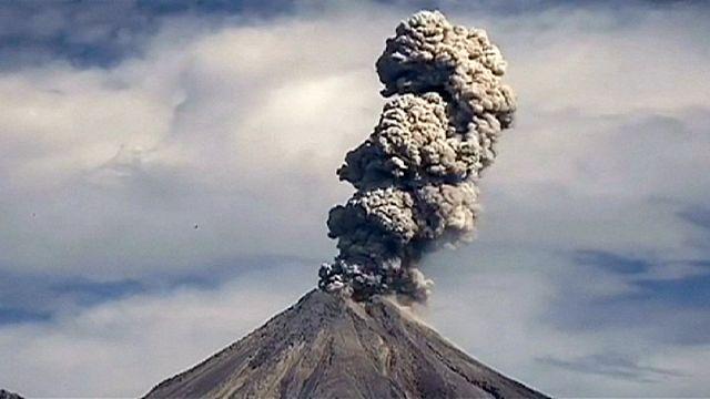 Мексика: вулкан Колима снова выбрасывает пепел