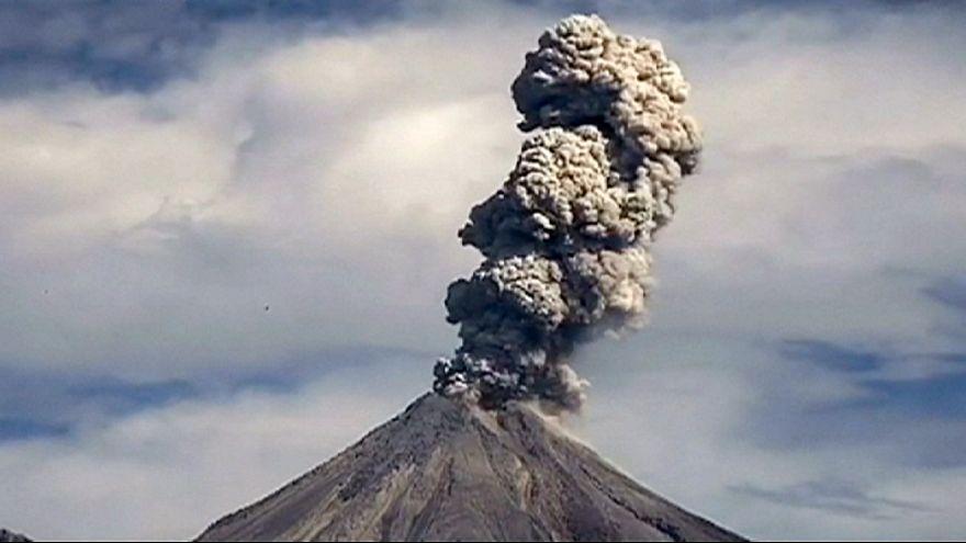 Vulcão Colima entra em erupção