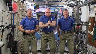 L'ISS souhaite une bonne année 2016 à la Terre