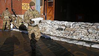 """العاصفة """"فرانك"""" تضرب مناطق واسعة في بريطانيا"""