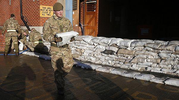 Sturmtief Frank sorgt für neue Warnungen vor Jahrhunderthochwasser in Großbritannien