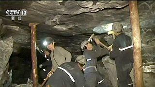 China: 17 mineiros continuam encurralados