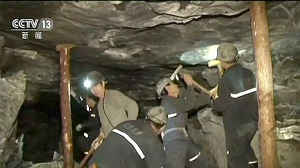 Cina, 17 uomini intrappolati in miniera dopo un crollo
