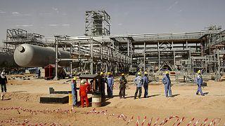 Rekor bütçe açığı veren Suudi Arabistan benzine zam yaptı