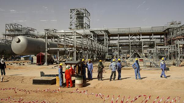 Arabia Saudí: recortes en el agua, la electricidad y el precio del petróleo