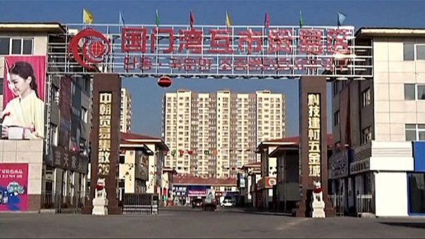 """Çin'in Kuzey Kore sınırındaki Dandong ticaret bölgesi """"hayalet şehri"""" andırıyor"""
