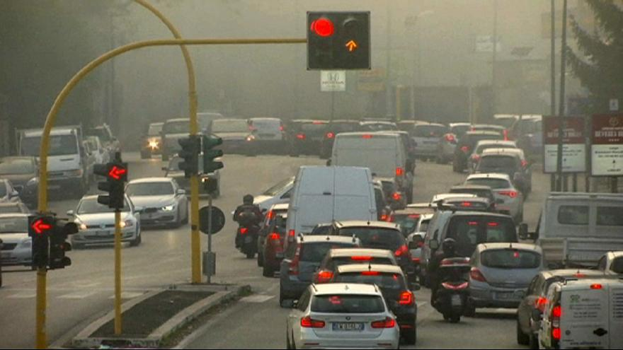 Italia bajará la calefación y fomentará el transporte público para combatir la contaminación