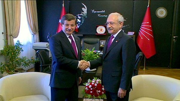 Gobierno y oposición difieren sobre cómo reformar la Constitución en Turquía