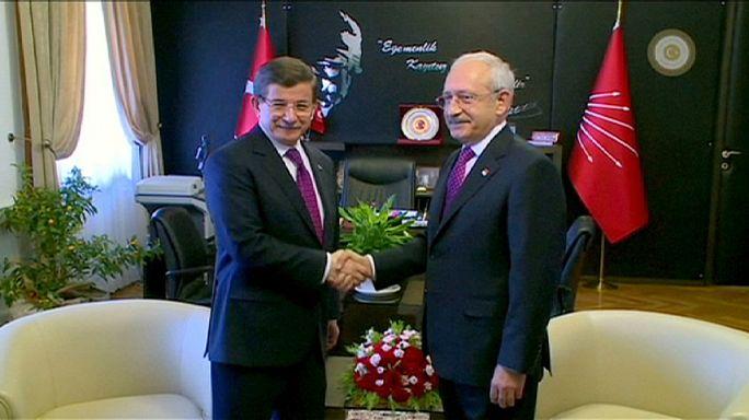 Új alkotmányról egyeztetnek Törökországban