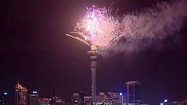 Fuochi d'artificio illuminano il Capodanno in Nuova Zelanda