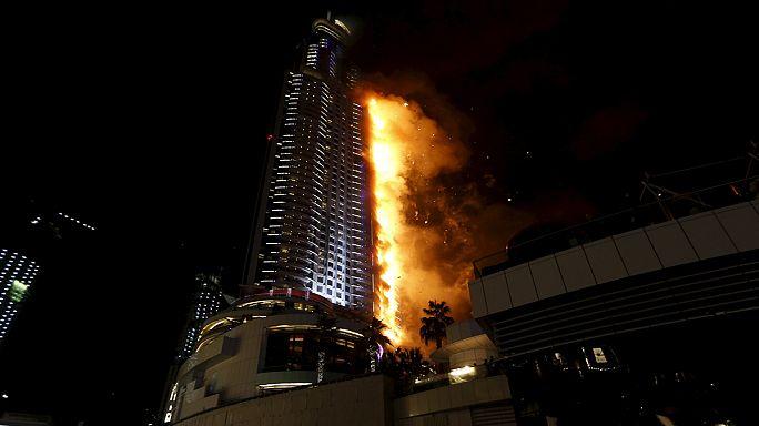 اندلاع حريق ضخم بفندق بمحيط برج خليفة في دبي يتسبب في إصابة 16 شخصا