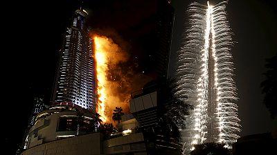 Un rascacielos de Dubai arde justo antes de Año Nuevo