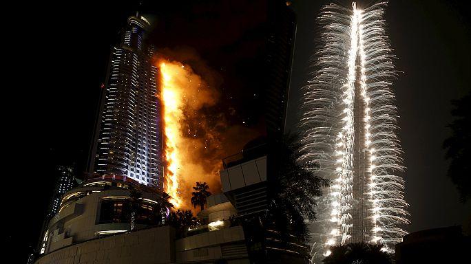 Dubai festeja com fogo-de-artifício apesar de incêndio