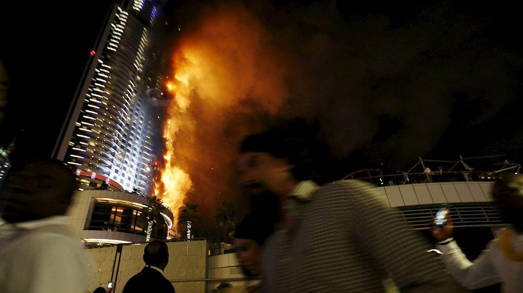 Un gran incendio en un hotel de lujo marca la Nochevieja en Dubái