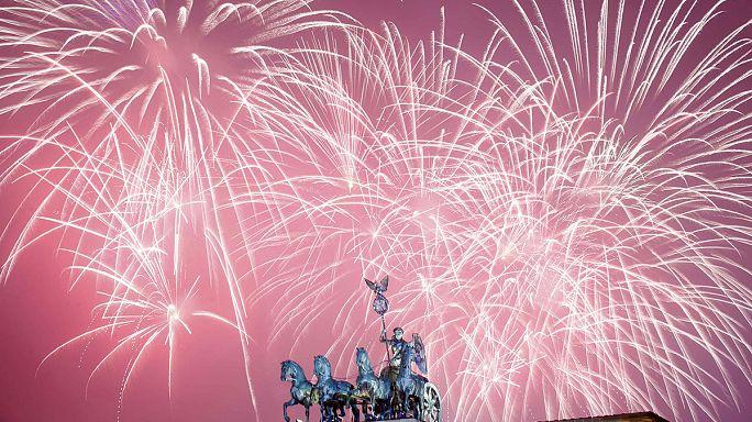 Tűzijátékok és utcai bulik - ilyen volt a szilveszter a nagyvilágban