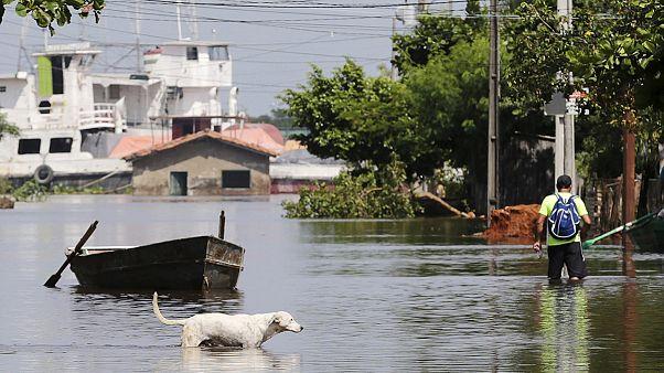 Impresionantes inundaciones en Paraguay a causa de las fuertes lluvias