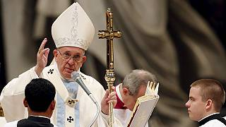 """El papa pide vencer la indiferencia frente al """"río de miseria"""" que crece en el mundo"""