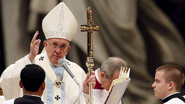 Папа римский призвал в новом году бороться с бедностью и насилием